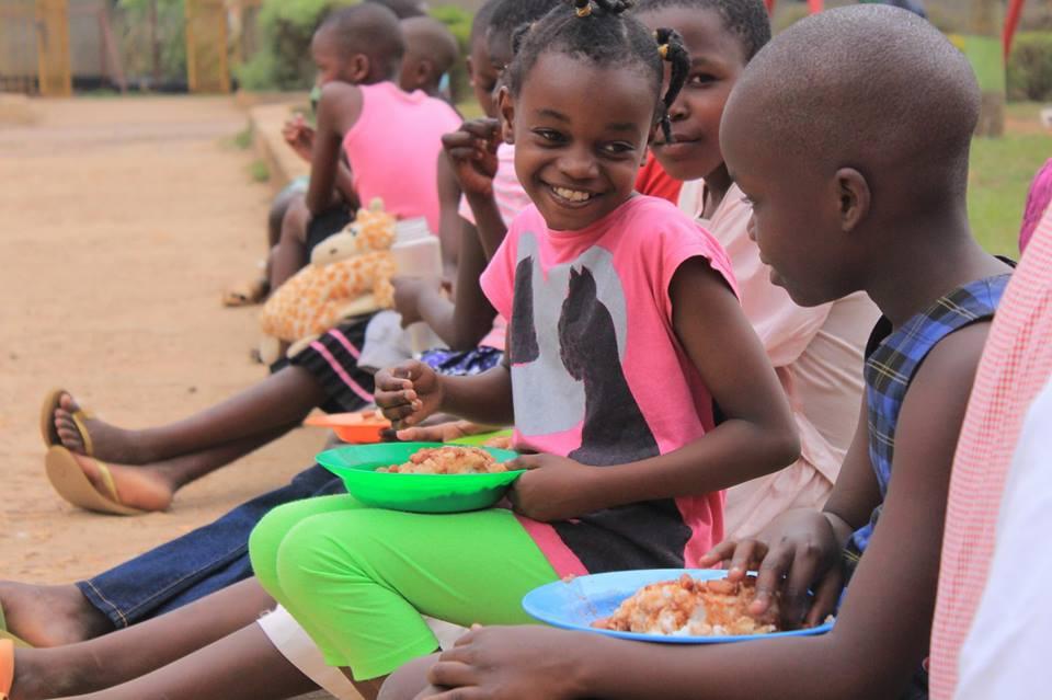 bayamba kids eating lunch .jpg