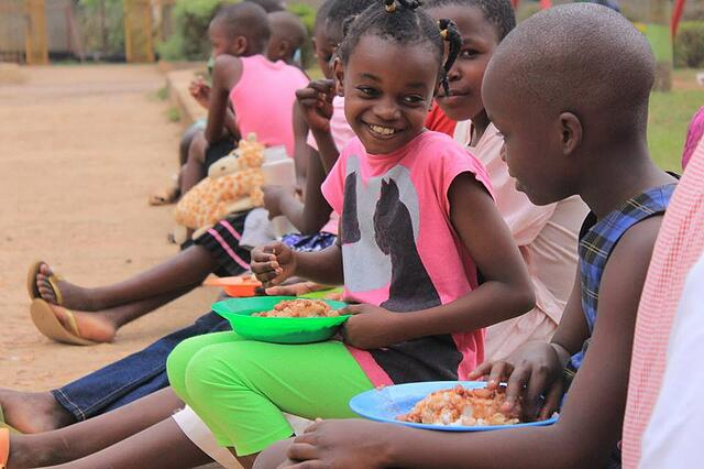 bayamba kids eating lunch .jpg