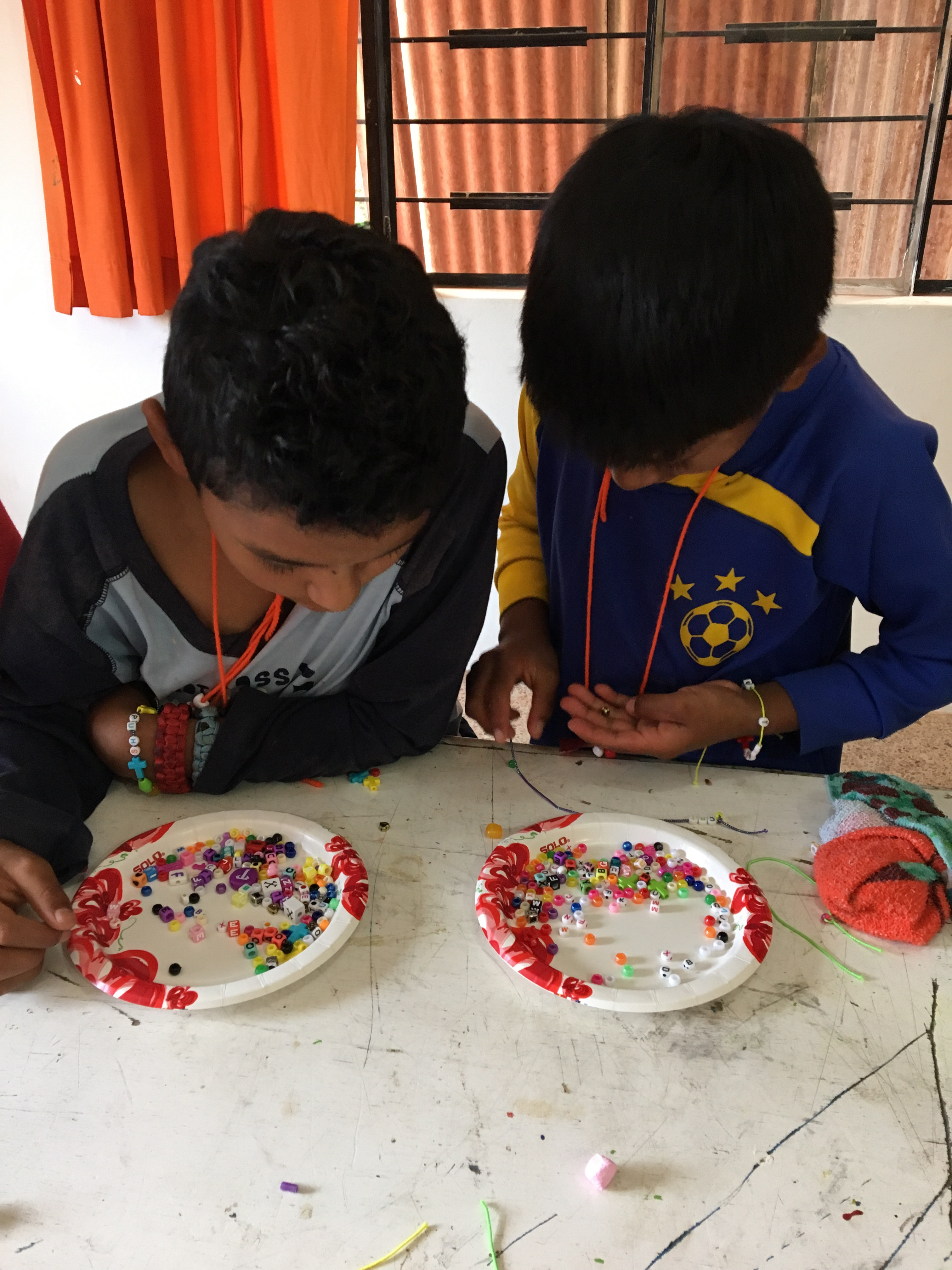boys making braclet ecuador-1.jpg